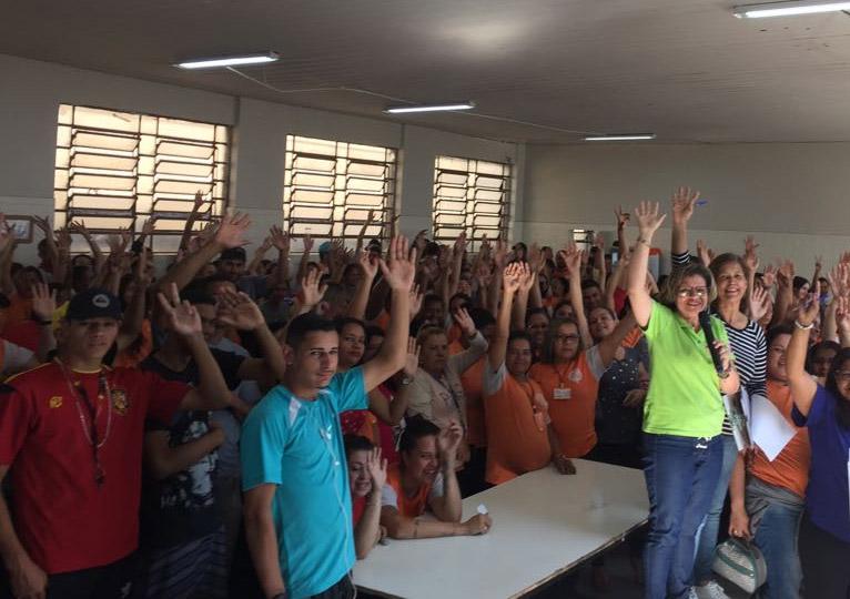 Trabalhadores aprovam em assembléia aumento de 4% e cesta básica de R$ 140 reais